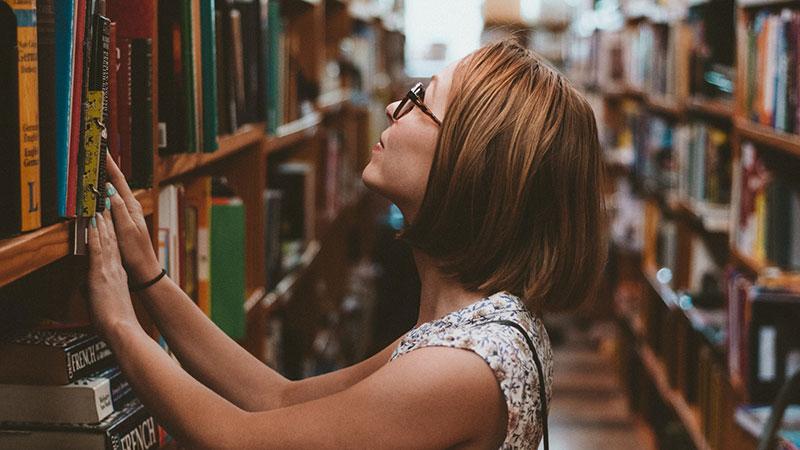 本屋より図書館が好きになってきた。